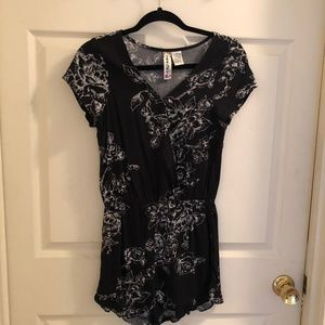 Other - Black and White Floral Romper